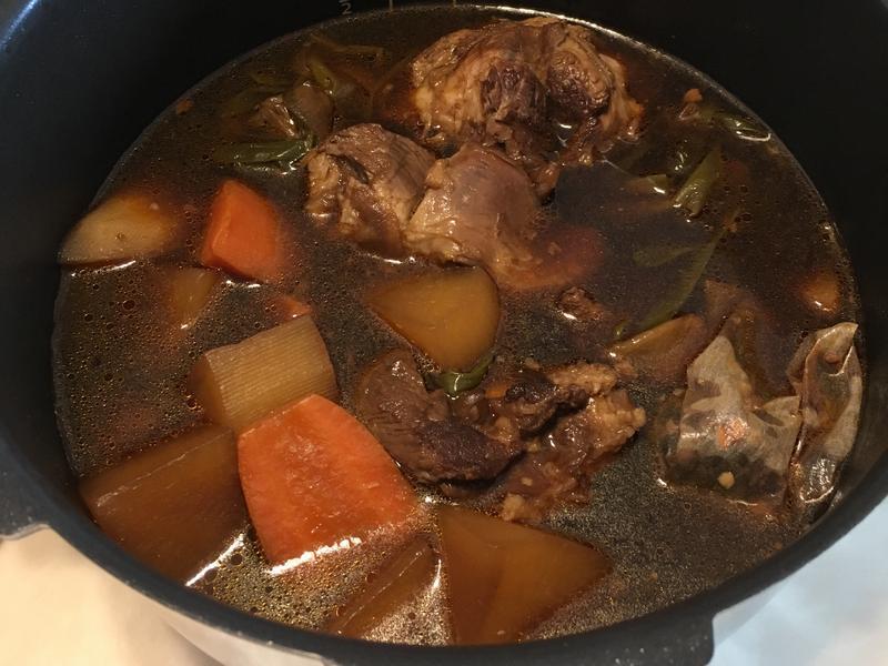 飛利浦萬用鍋「滷豬腱」
