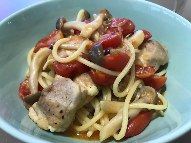 番茄雞肉鮮菇義大利麵