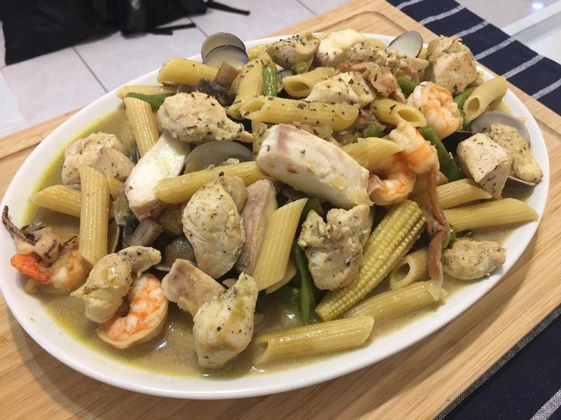 無敵海鮮綠咖喱義大利麵