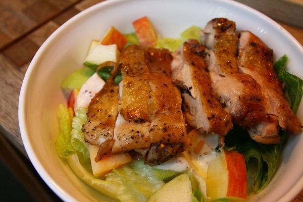 【大肚皮Jason主廚‧真男人廚房】香煎脆皮雞排佐水果沙拉