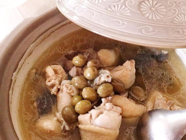 甘醇溫潤‧橄欖燉雞湯