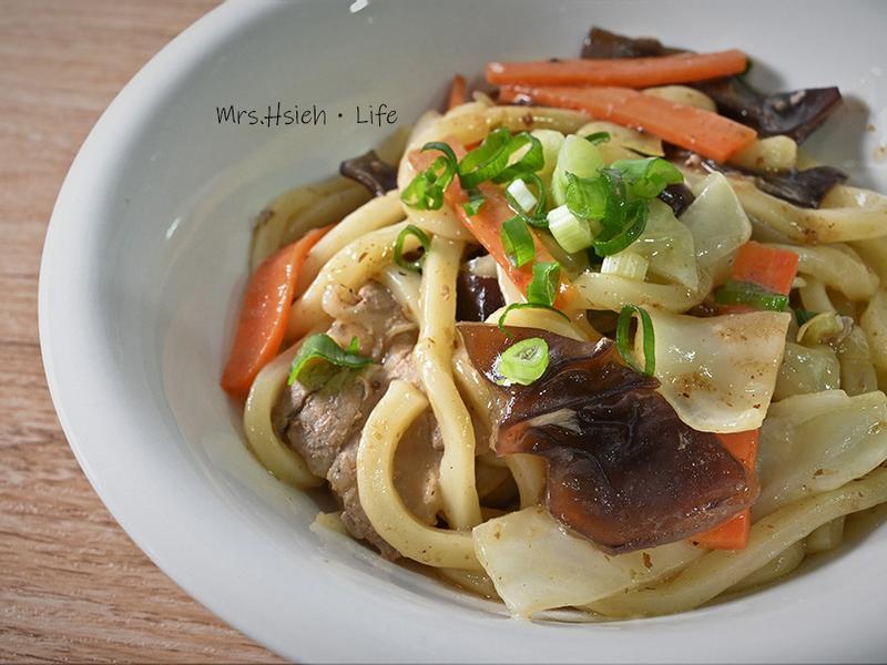 日式炒烏龍麵|營養均衡快速晚餐