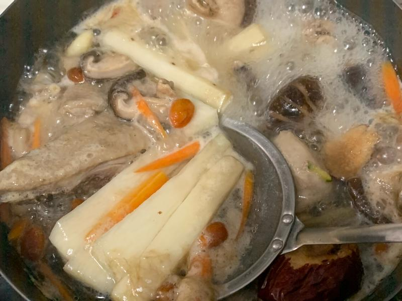 鹹橄欖燉蒜頭山藥雞湯