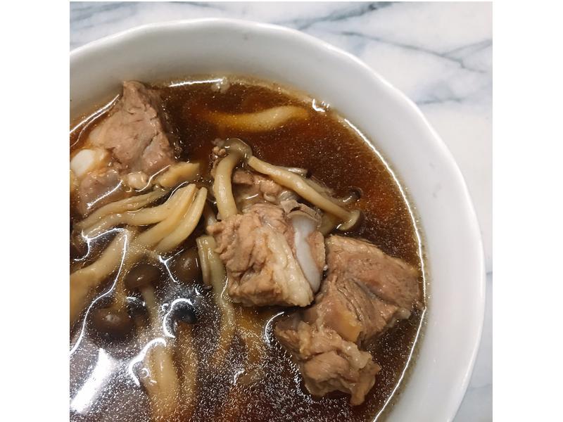 【隨興料理】肉骨茶(全聯版)