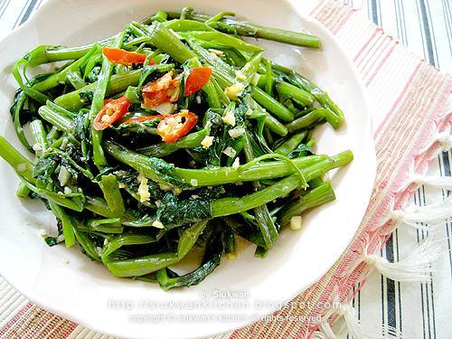 椒絲腐乳炒通菜  Stir-fried Water Spinach with Chili in Fermented Bean Curd Sauce