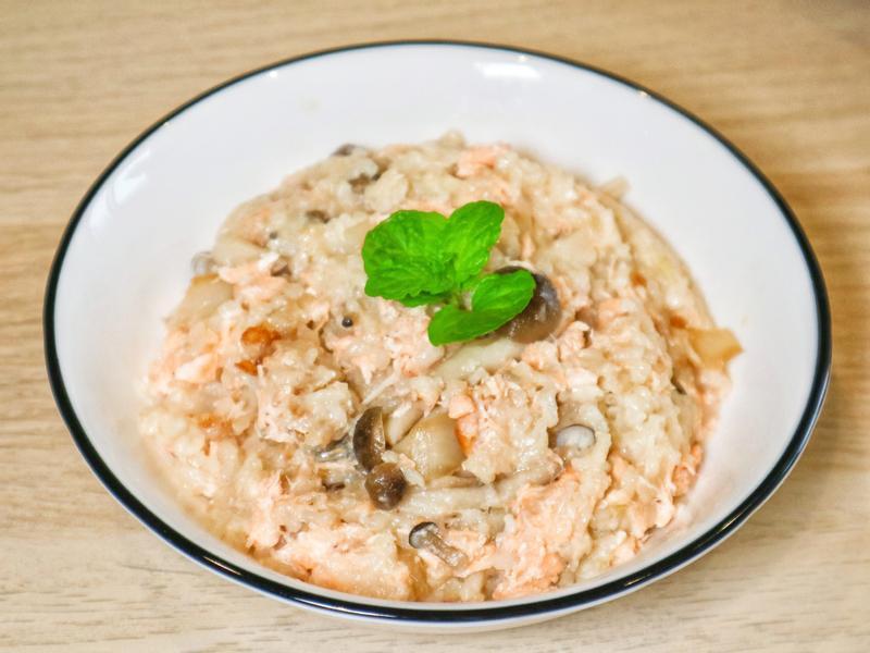 鮭魚菇菇炊飯(超簡單電鍋料理)