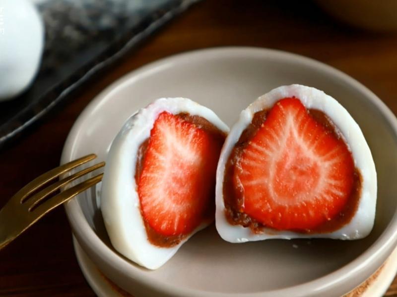 只要有熱水!不需電鍋就能完成的草莓大福