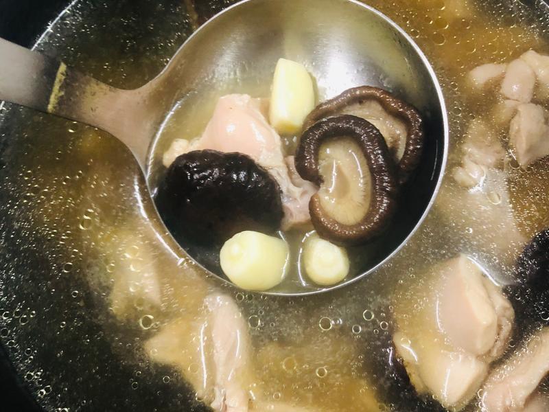 39.香菇蒜頭雞湯