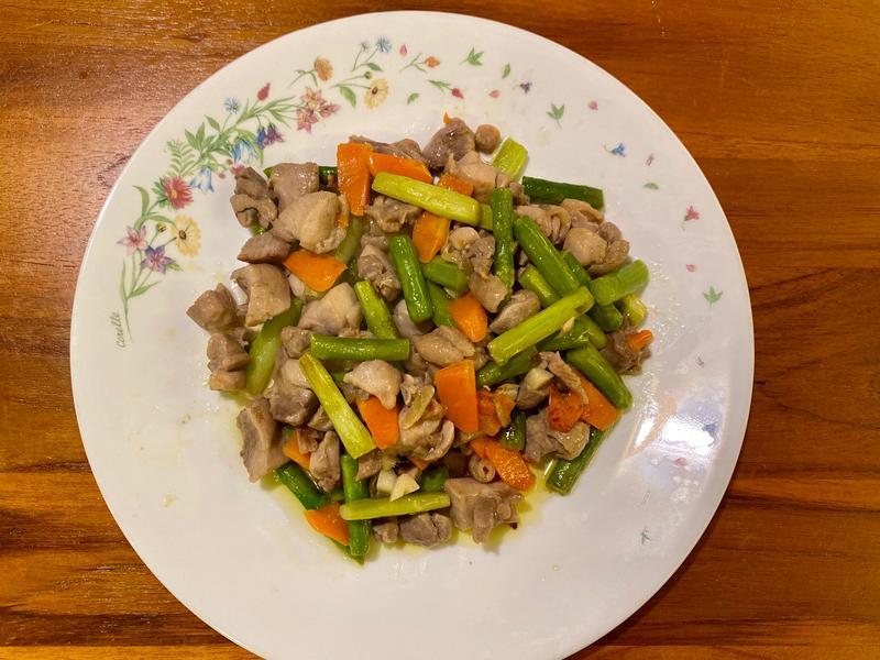 蘆筍紅蘿蔔炒雞肉