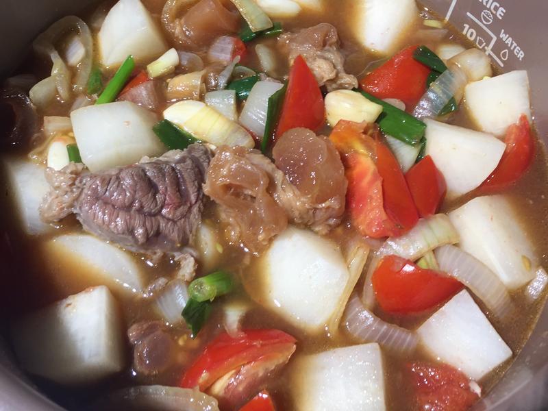 茄汁牛筋牛肉湯(萬用鍋簡單煮)