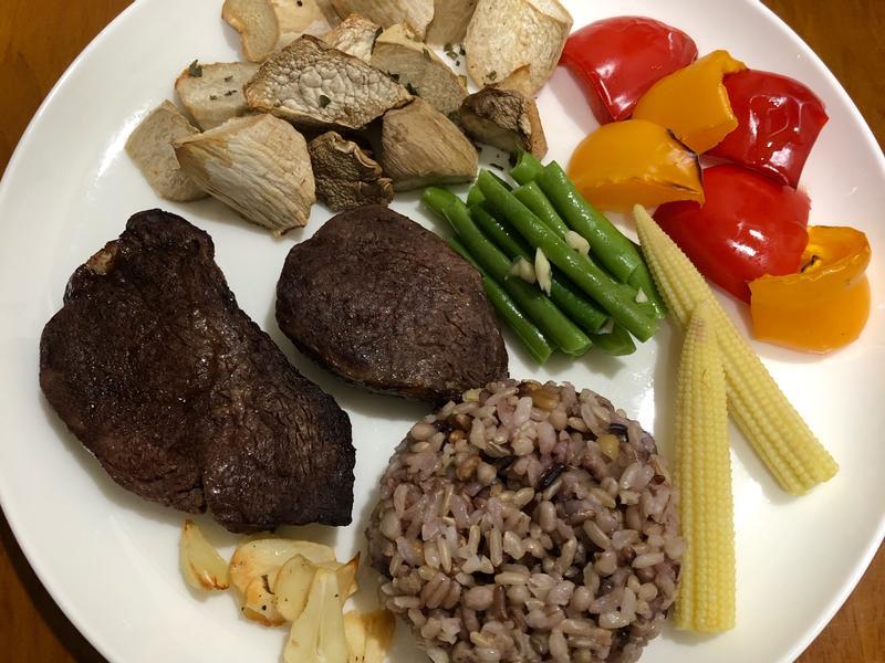 低碘「菲力牛排時蔬雜糧飯」