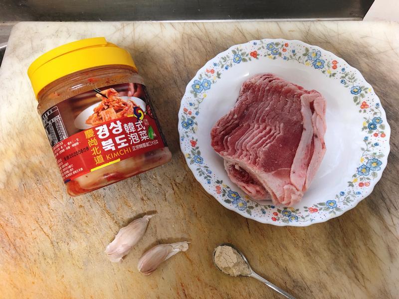 簡單快速懶人料理:韓式泡菜炒豬五花肉片