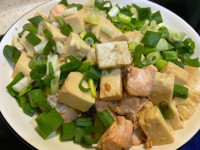 炒鮭魚丁豆腐