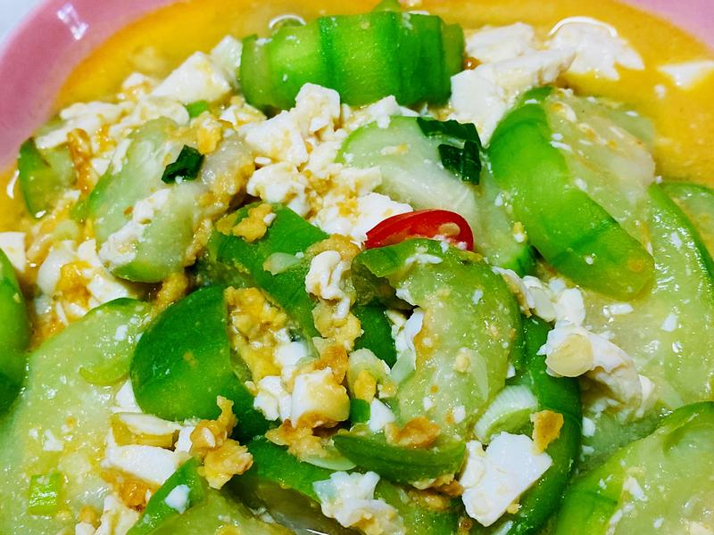 鹹蛋絲瓜豆腐煲
