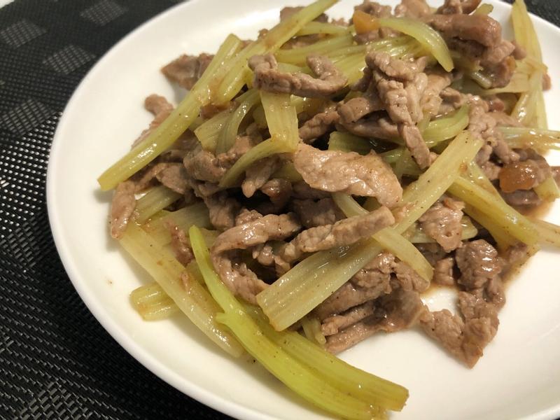 [減醣] 黑胡椒芹菜炒牛肉絲