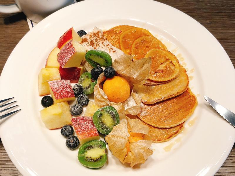 瑞典美食主題-全麥煎餅佐肉桂奶油乳酪鮮果