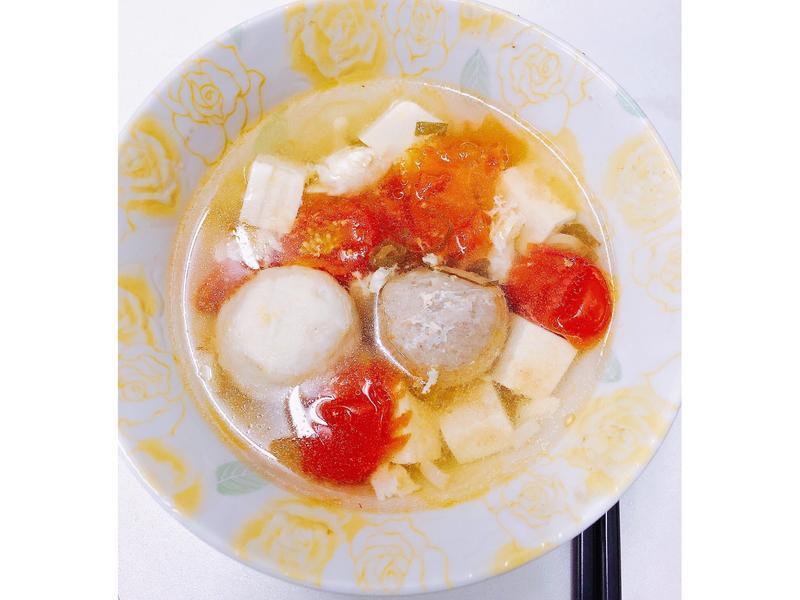 蕃茄豆腐丸子湯