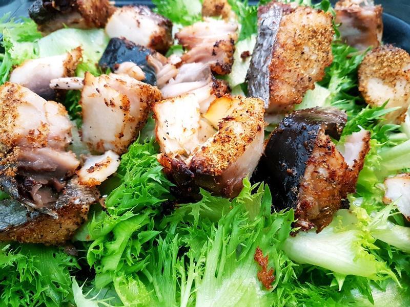 香草烤土魠魚佐火焰菜暖沙拉