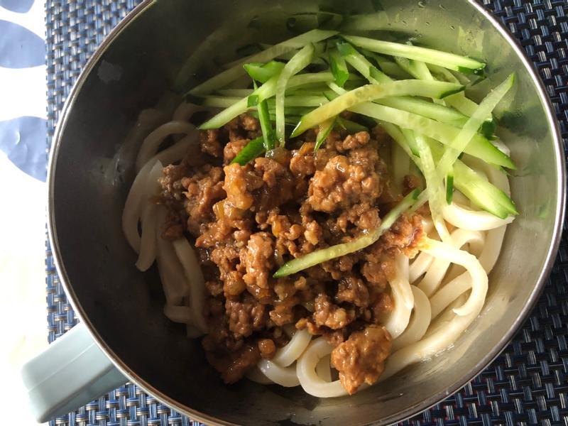 炸醬麵(純吃肉醬無豆乾版)