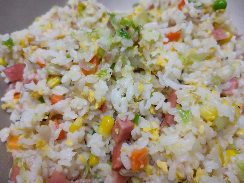 三色高麗菜炒飯