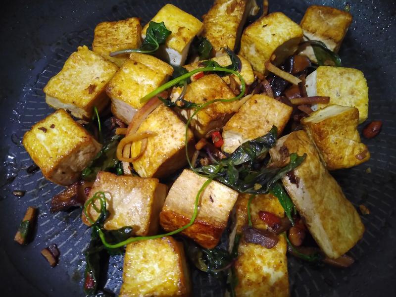 九層塔紅燒豆腐