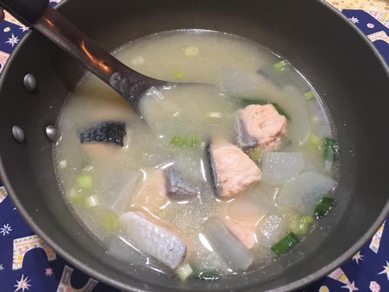 鮭魚味增蘿蔔湯