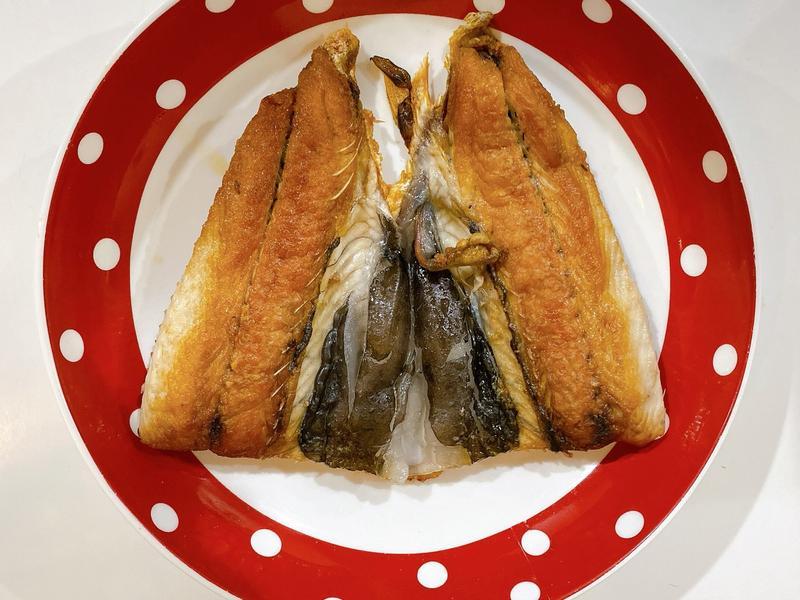 [家常料理]虱目魚乾煎