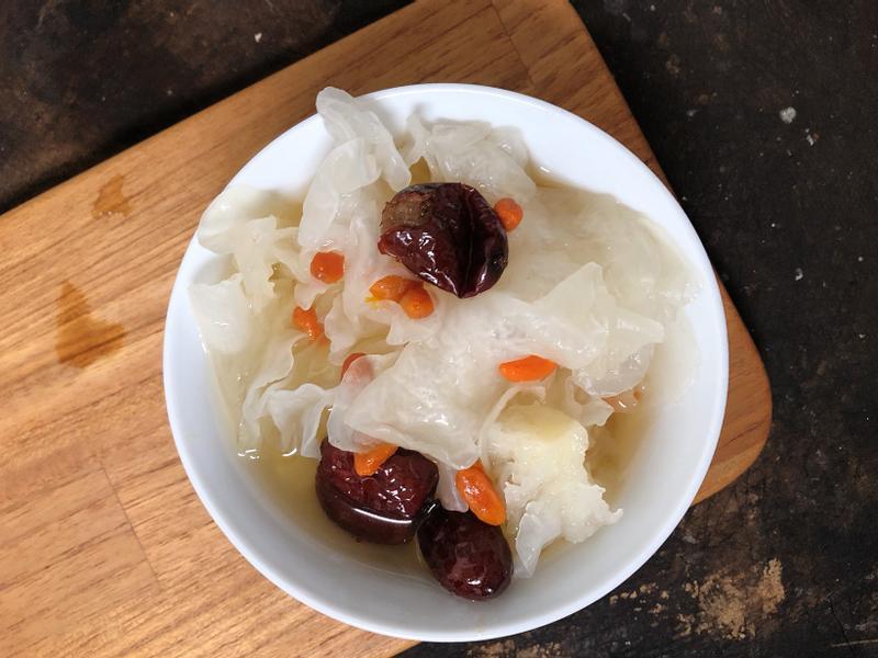 超簡單電鍋料理:銀耳紅棗枸杞甜湯🥣好吃