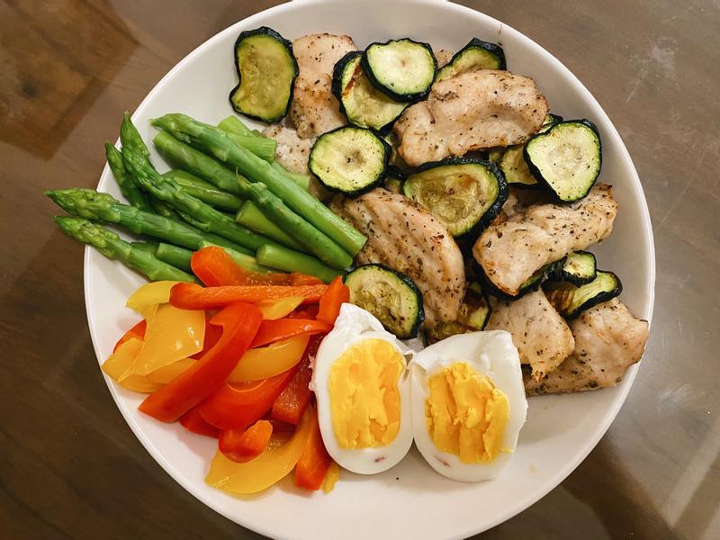 減脂餐-氣炸雞胸肉佐櫛瓜