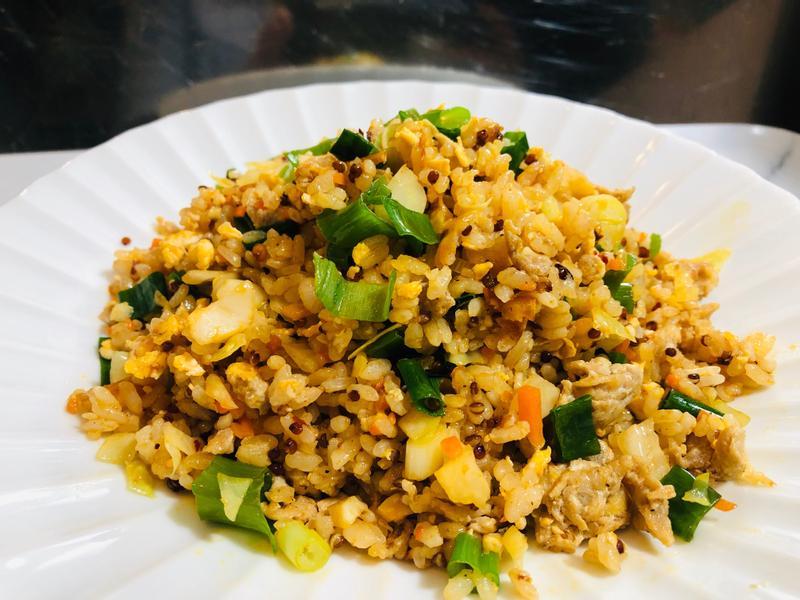 肉絲蔥花蛋炒飯/麻辣