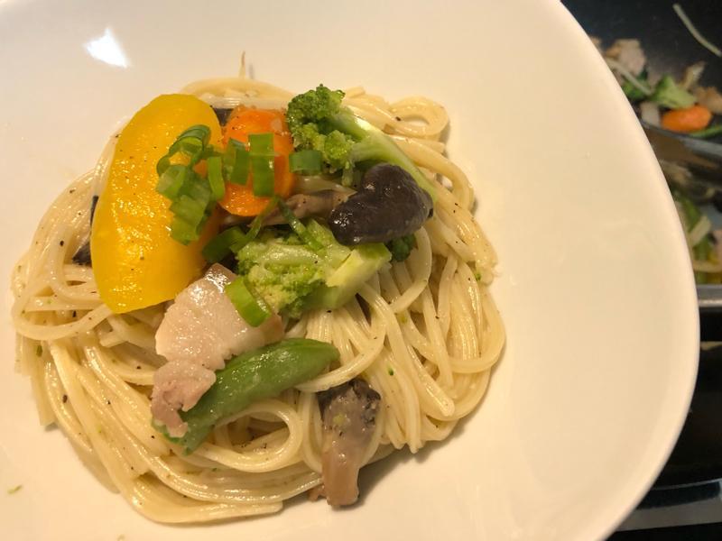 清炒蔬菜菇菇肉肉義大利麵