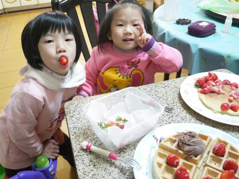 《草莓就愛鷹牌煉奶》一魚兩吃之草莓煉奶鬆餅