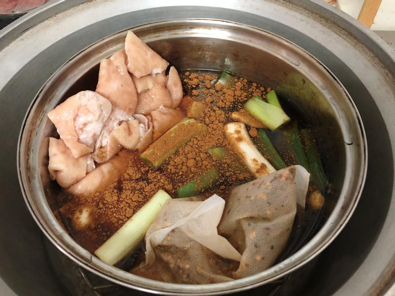 超簡單懶人料理:極簡版電鍋滷大腸