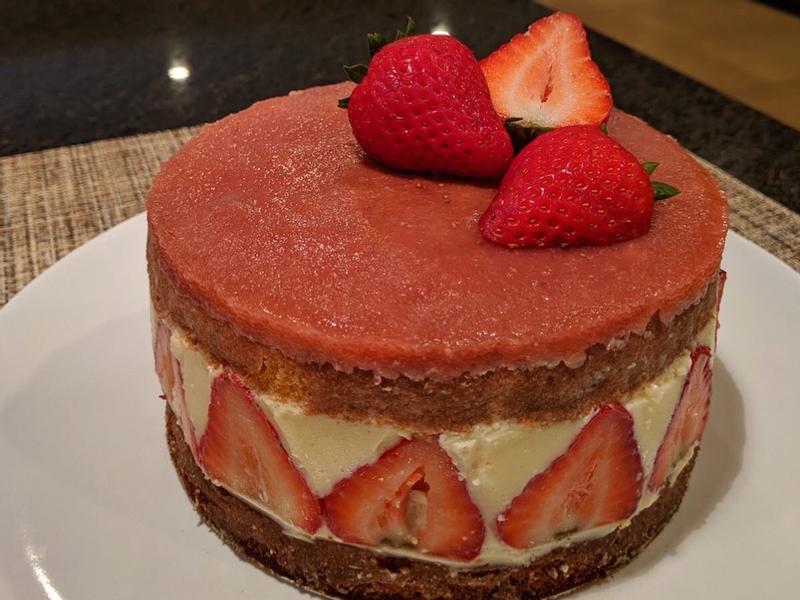 草莓白巧克力慕斯蛋糕