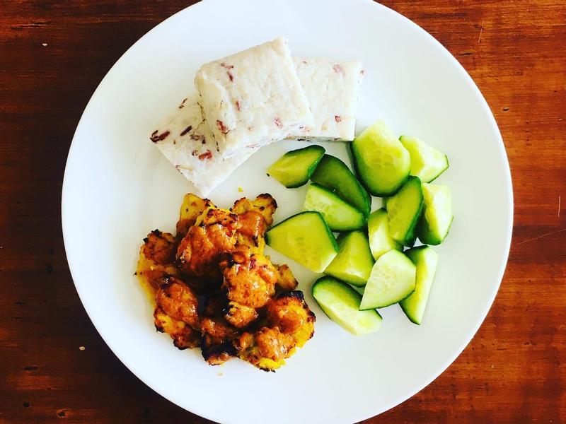 沙嗲雞肉串配馬來粽
