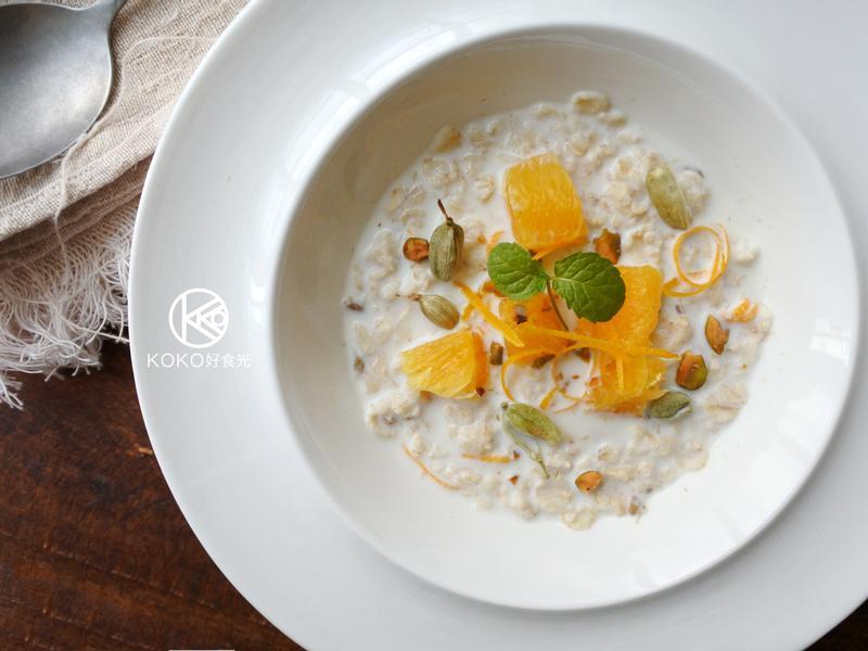 香橙綠荳蔻燕麥粥早餐