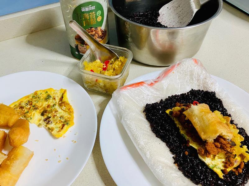 紫米兩吃(紫米飯糰、黑糖紫米粥)