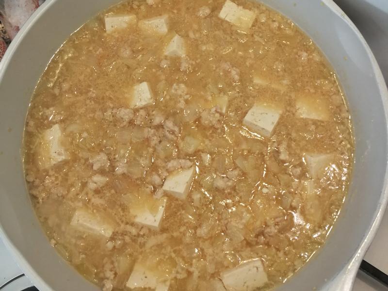 洋蔥味噌豆腐滷絞肉