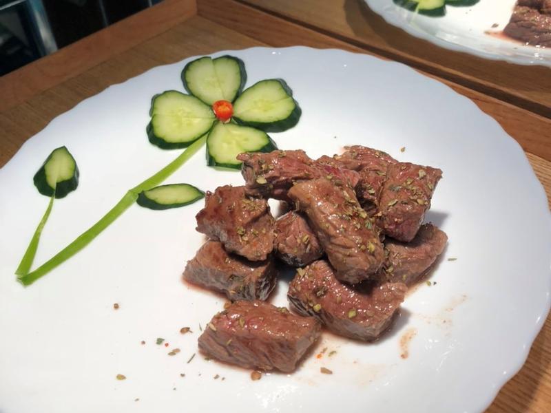 酥煎骰子牛(含小黃瓜簡易盤飾)