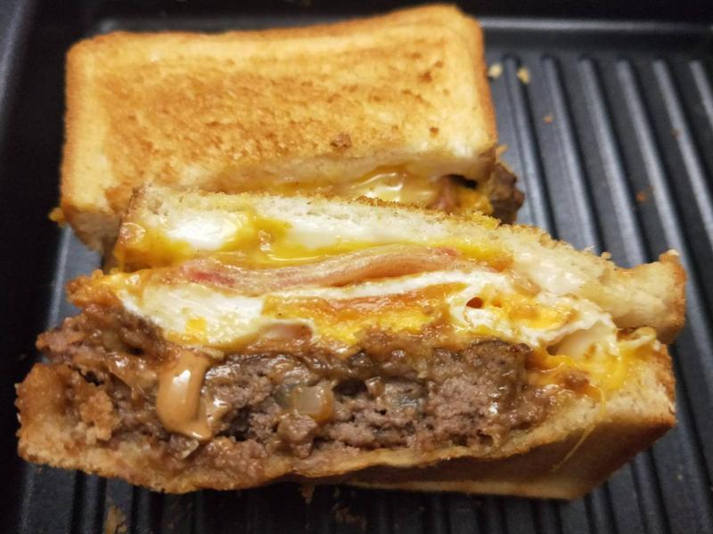 熔岩花生起司牛肉吐司三明治
