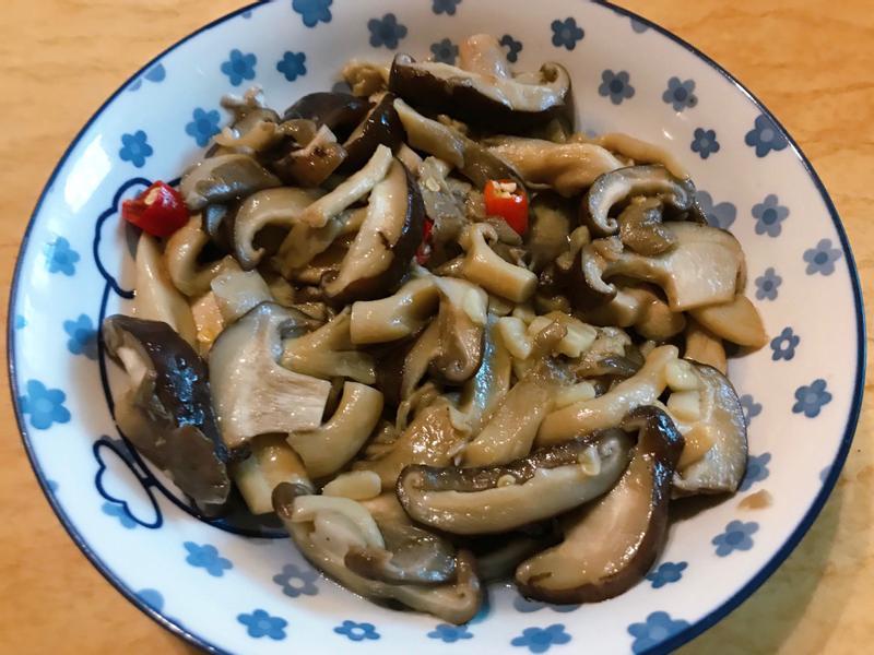 。辣炒雙菇。