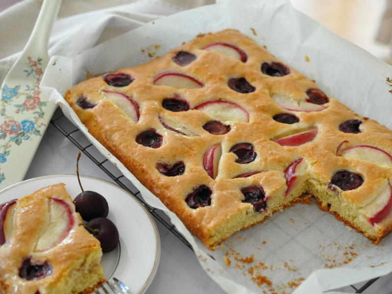 櫻桃玫瑰果蛋糕佐檸檬接骨木花糖漿