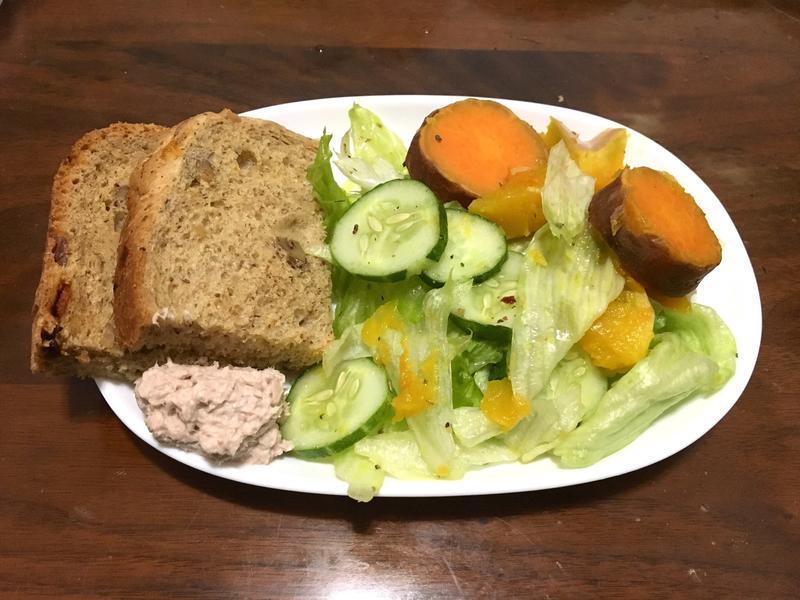 鮪魚吐司與生菜沙拉~清爽早午餐