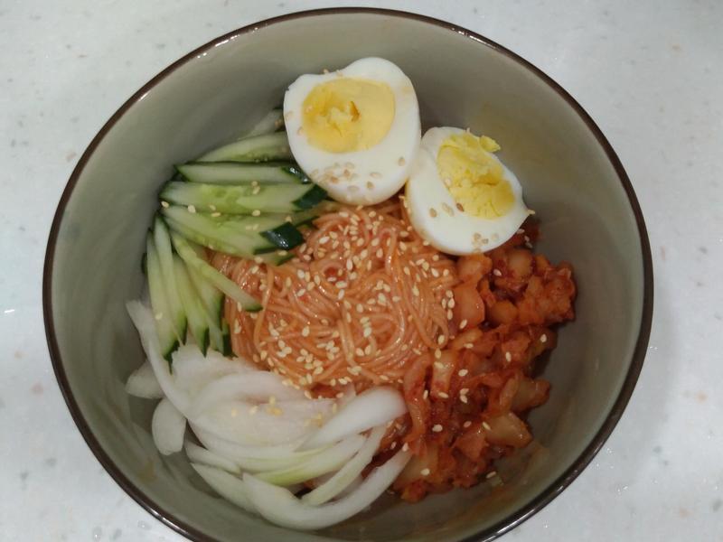 韓式辣醬拌麵(비빔국수)