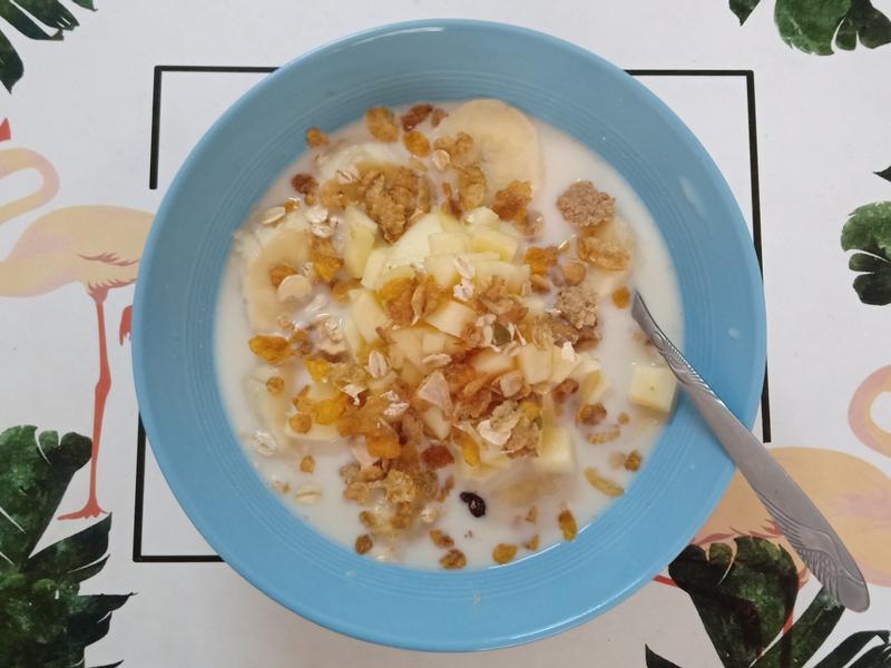 冰香蕉蘋果燕麥粥