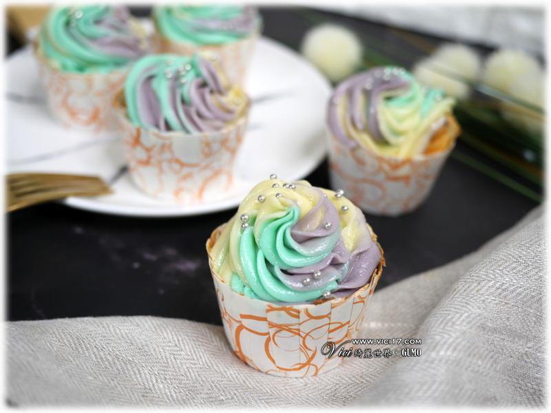 粉彩奶油霜杯子蛋糕
