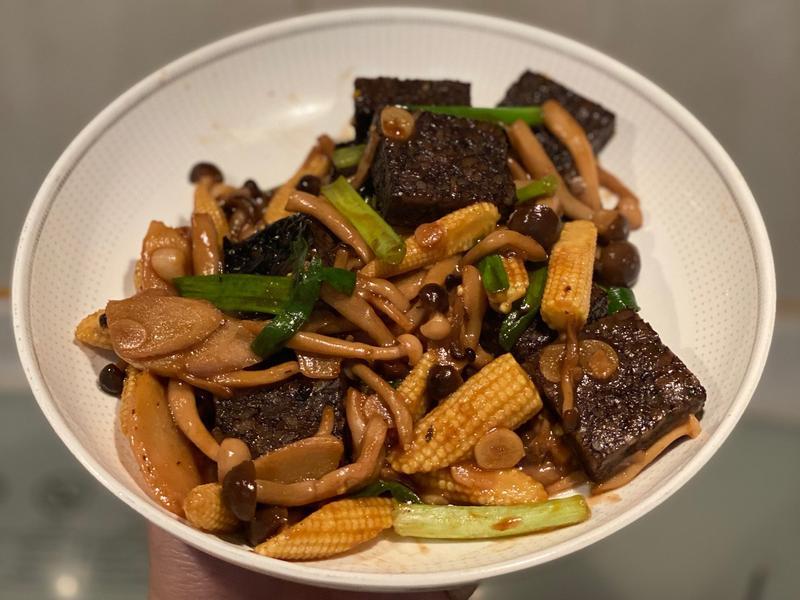 米血炒蔬菜