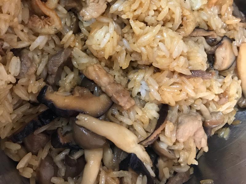鴻喜菇油飯