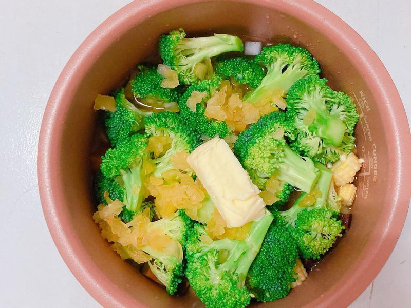 蒜香奶油香菇雞肉炊飯