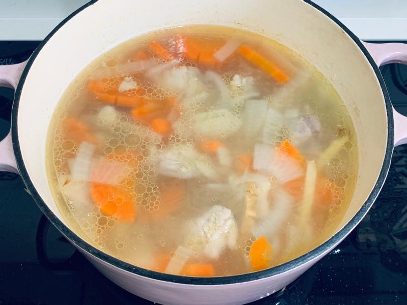 寶寶食譜 / 豬軟骨蔬菜高湯